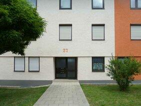 Hausnummer auf Fassade gemalt