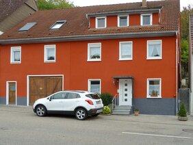 Fassadengestaltung mit Mineralfarbe in Widdern / Heilbronn.