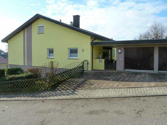 Haus mit frisch sanierter Fassade im Raum Eberbach